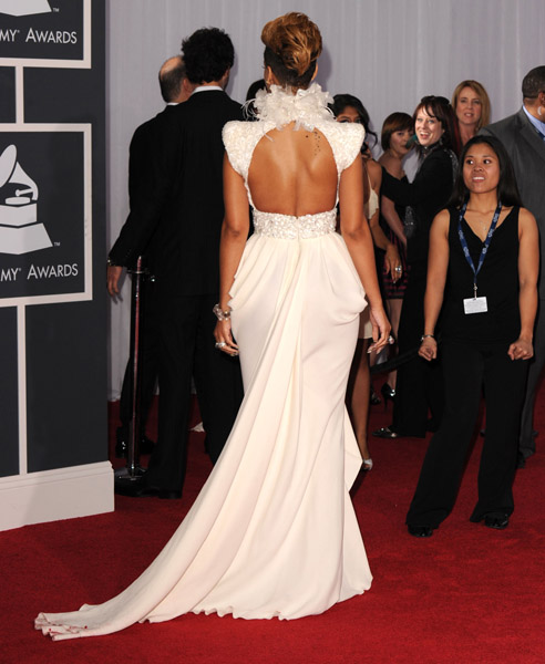 Rihanna Grammy Red Carpet3