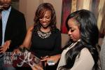 Kandi shows Toya the Spades app