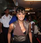 Keri Hilson @ Carol's Daughter in New Orleans