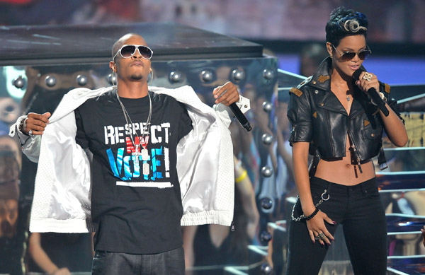 Video ~ T.I. + Rihanna's MTV VMA Performance