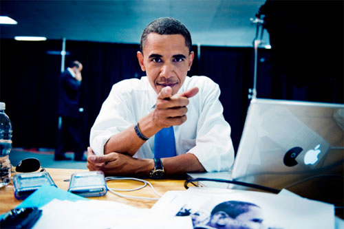 461_30_Barack-Obama-using-his-Mac-and-Blackberry