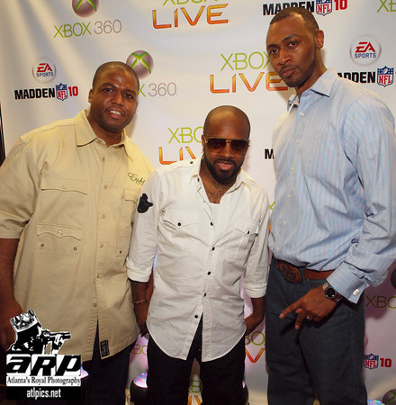 Jermaine Dupri (center) w/ Konsole Kingz