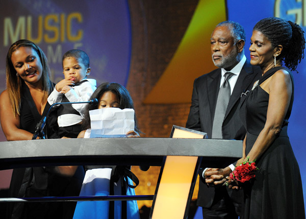 Shakir Stewart's Family Accepts Posthumous Award
