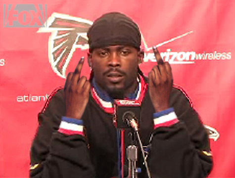 Michael Vick gives haters the finger!