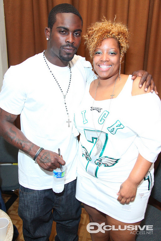 Mike Vick and Fan (7 Jersey)