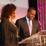 mayorreed-gives-jamie-thephoenixaward