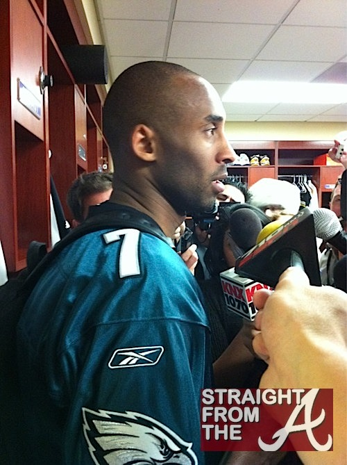 the best attitude c0caa 2c869 Who Knew Kobe Bryant Was a Mike Vick Fan? + Courtside with ...