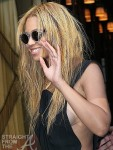 Beyonce Lunches in Paris1