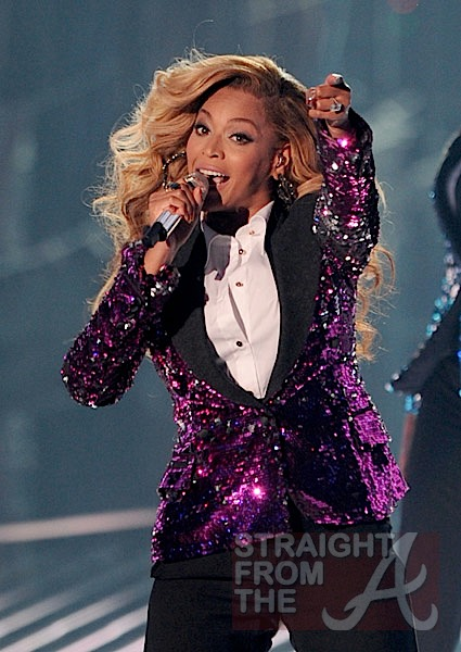 """Beyonce Rubs Baby Bump During """"Love on Top"""" Performance"""