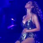 Beyonce-pregnant-in-concert