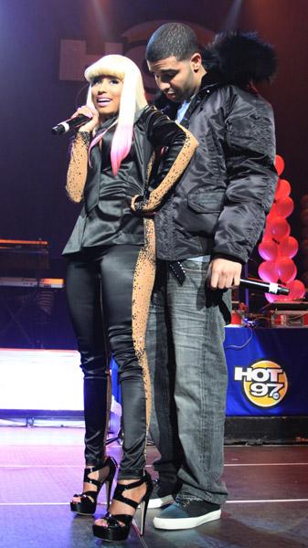 Drake And Nicki Minaj Kissing