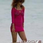 Rihanna Blunt Hawaii-24