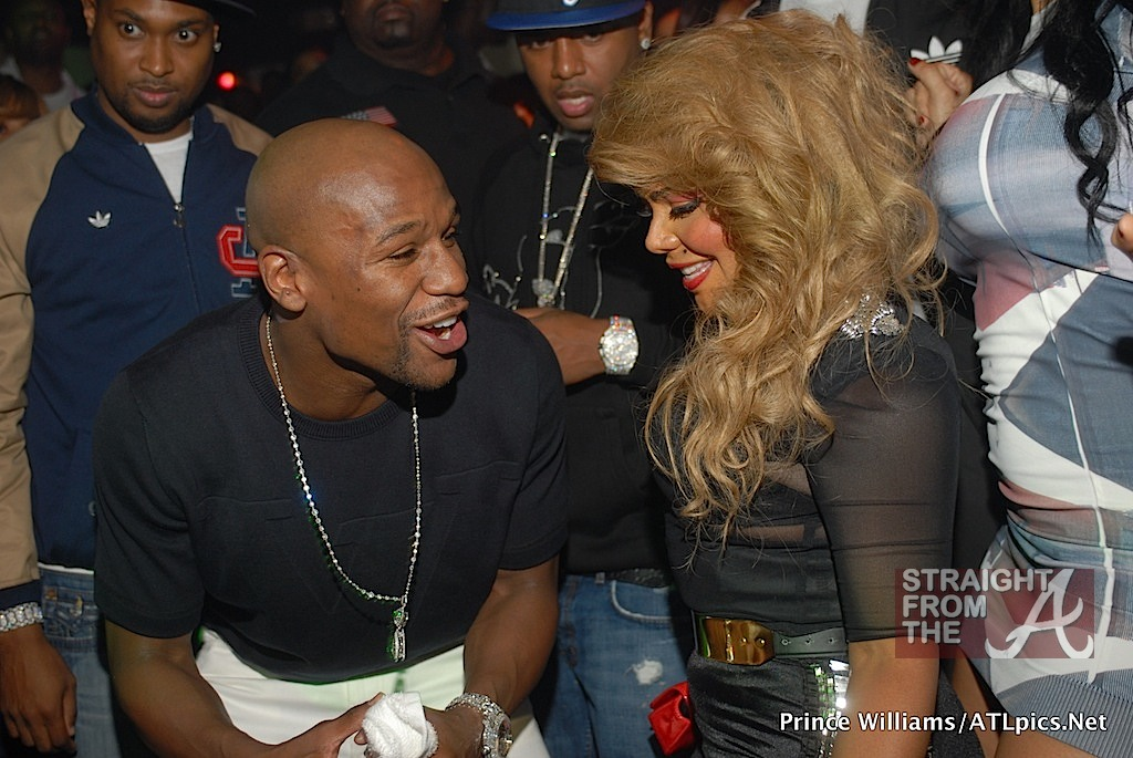 boxer floyd mayweather talks about dating chilli At the age of 21, in 2014, lauren hogged the headlines for hanging out with former american professional boxer floyd mayweather who is now popular as a boxing promoter let's delve into the relationship between the two and what went down during their yacht adventure but first, a sneak peek at who lauren wood really is.