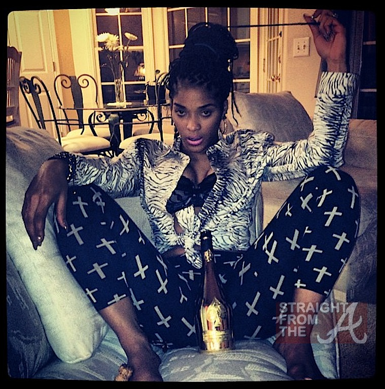 Joseline hernandez playing with herself