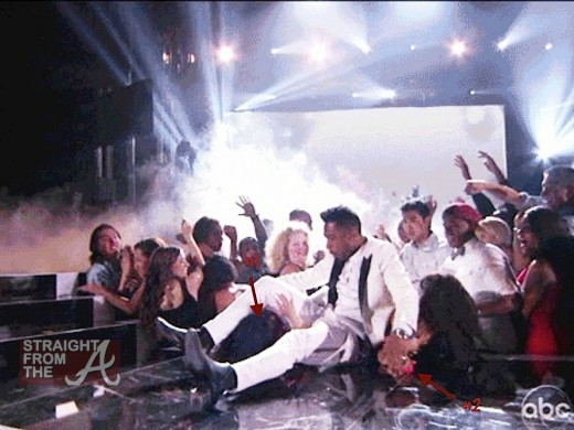 miguel-kick-billboard-music-awards1-600x450