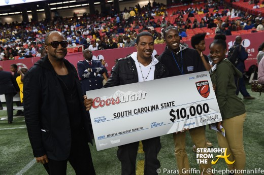 Laz Alonso presents check