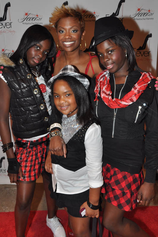Kandi Burruss w/ daughter Riley (center) and AJ's 2 daughters.