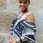 """Rihanna's Austrailian Photoshoot + """"Rude Boy"""" Performance on Ellen"""