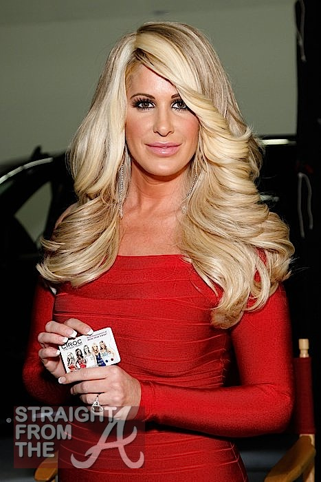 Kim Zolciak Denies Plastic Surgery Says She S Au Naturel