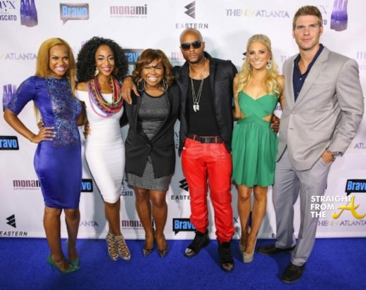 TNA-Cast-with-Mona-Scott-Young-e1379030191923-520x397