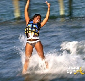 Marlo Hampton Swims With Dolphins