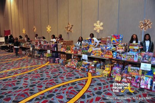 Neyo Compound Foundation Christmas Giving 2013-47