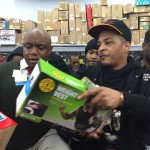 Good Deeds: Rapper T.I. Blesses Last Minute Walmart Christmas Shoppers With Toys and Gifts… [PHOTOS + VIDEO]